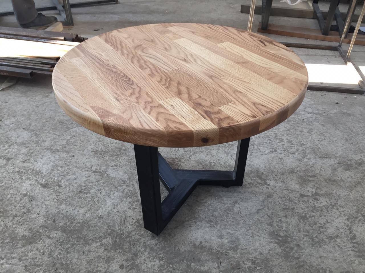 Круглый кофейный столик из ясеня