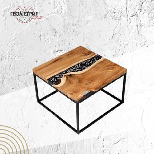 Журнальный столик из дерева и смолы