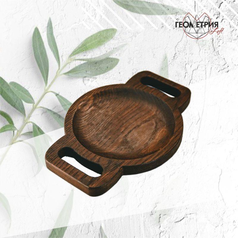 Сервировочная тарелка из дерева с ручками