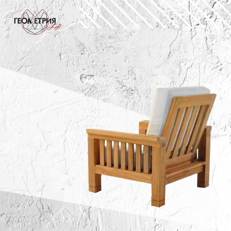 Кресло из дерева для кафе