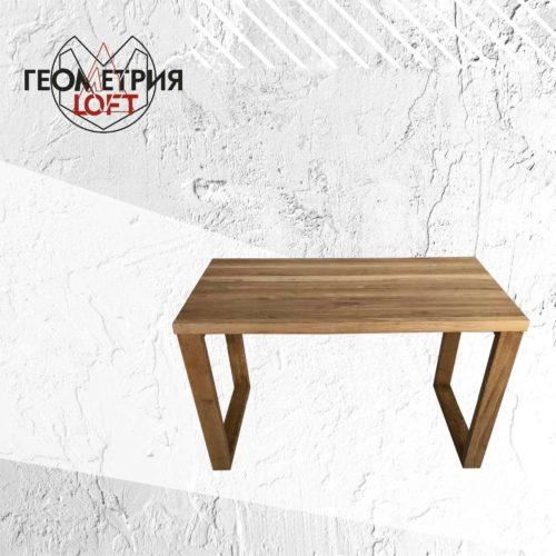 Простой стол из дерева