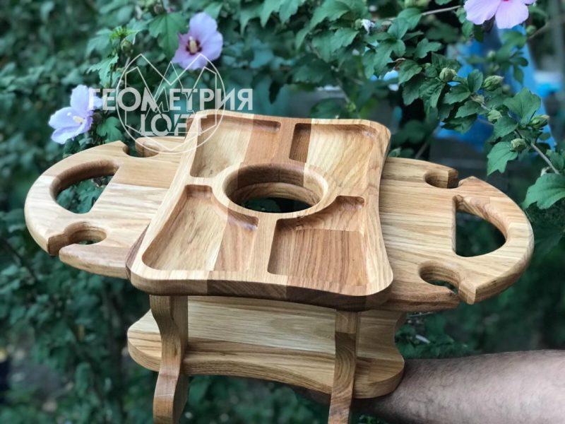 Столик из дерева для вина