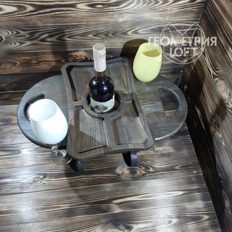 Винный столик из натурального дерева
